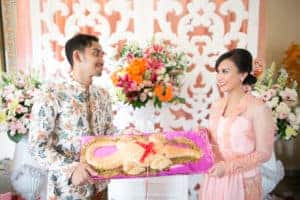 9 Steps of Engagement Tradition in Indonesia - Customs and Etiquette