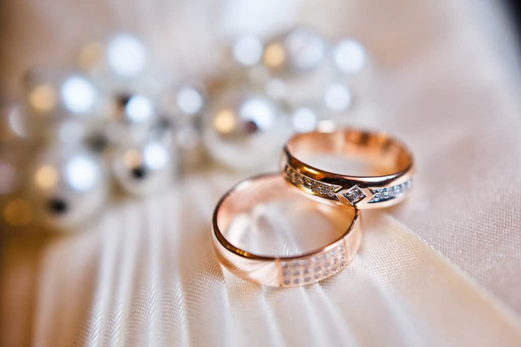 causes of wedding ring to be haram