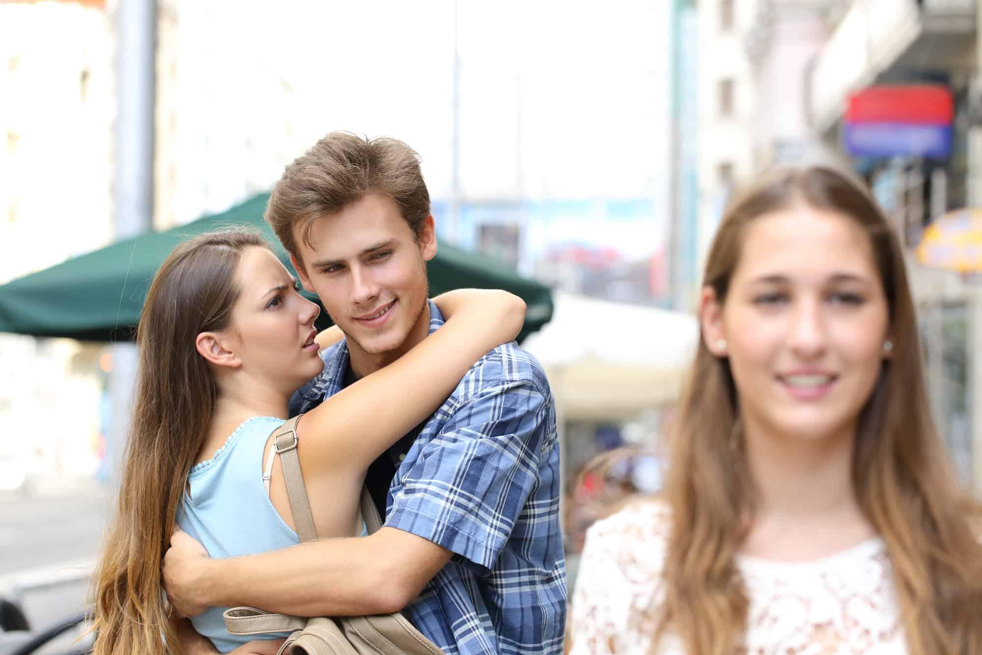Guys make girls why jealous do 8 WAYS